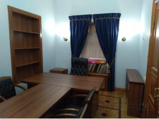 Комплексное обустройство кабинета-мебель-кресла-жалюзи